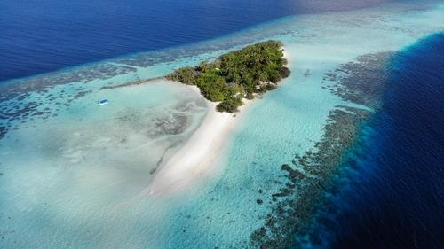 A shining career in Hospitality and Tourism? Work at a resort in Maldives!